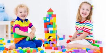 Zabawy konstrukcyjne rozwijające koncentrację uwagi.