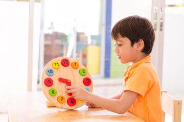 Jak nauczyć dziecko zegara – nauka godzin na zegarze może być świetną zabawą!