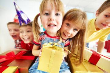Jaki prezent dla dwulatka i trzylatka kupić na Dzień Dziecka?