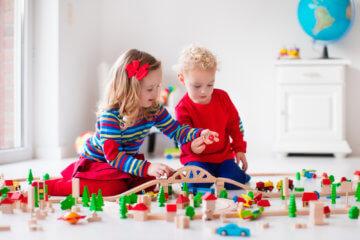 Kolejka drewniana dla dzieci – frajda nie tylko dla malucha