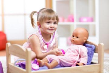 Nauka empatii poprzez zabawę, czyli opieka nad chorą lalką interaktywną