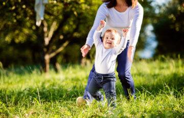 Rozwój rocznego dziecka, czyli co potrafi roczniak?