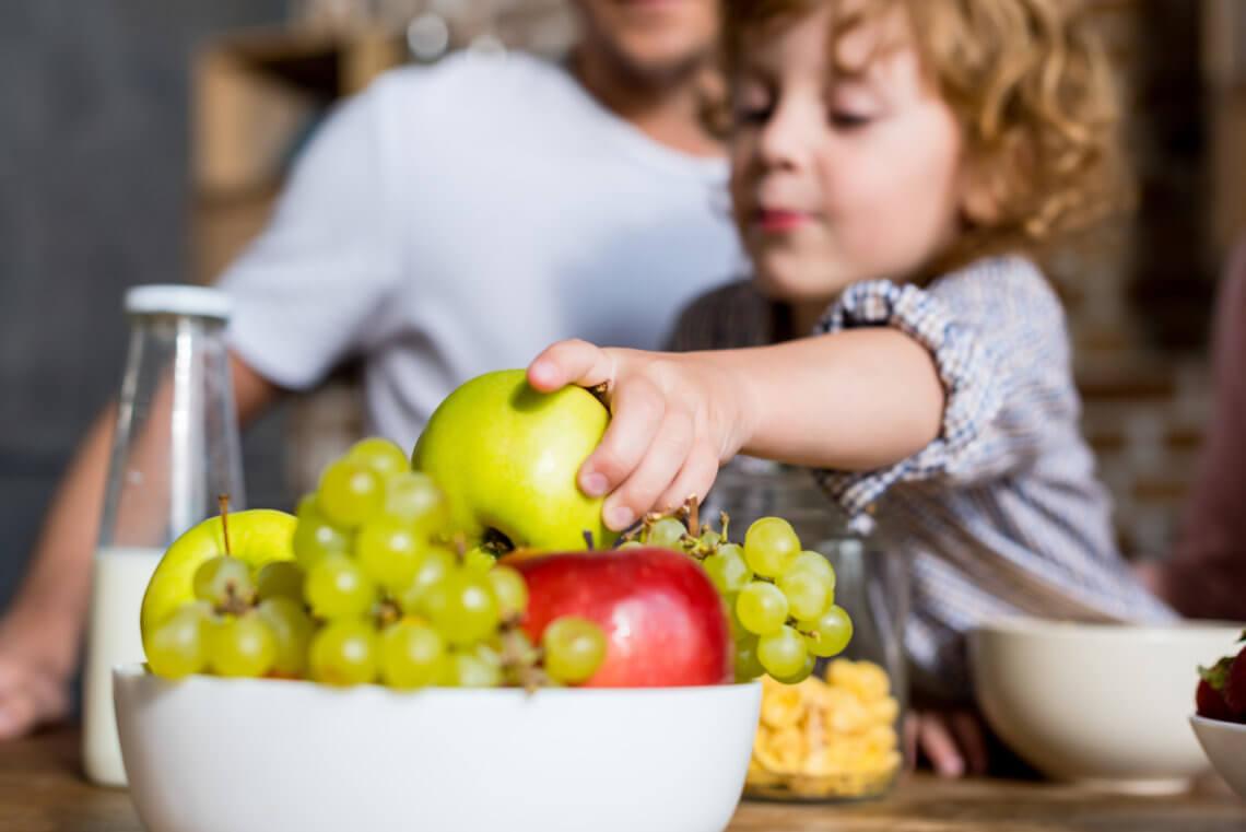 Jak nauczyć dziecko zdrowego odżywiania, czyli zasady zdrowego żywienia