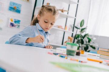 Brak koncentracji u dziecka – jak radzić sobie z zaburzeniami uwagi pociechy?