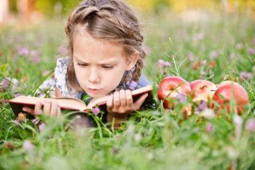 Jak zachęcić dziecko do czytania, czyli o zaletach czytania książek