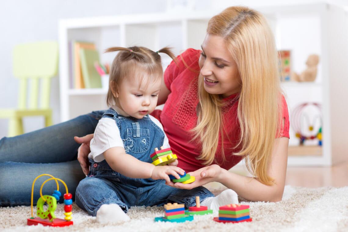 Sorter drewniany, plastikowy, materiałowy – jaki sorter dla dziecka wybrać?