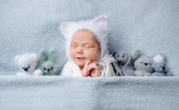 Ile śpi noworodek i niemowlę? Sprawdź, czy Twoja pociecha ma prawidłowy sen!