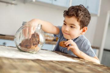 Cukier w diecie dziecka, czyli o uzależnieniu od słodyczy