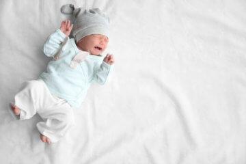 Dlaczego noworodek płacze? 10 najczęstszych przyczyn płaczu niemowlaka