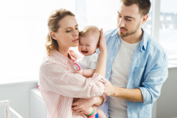 Nie wiesz jak uspokoić dziecko, gdy płacze? Oto 8 sposobów!