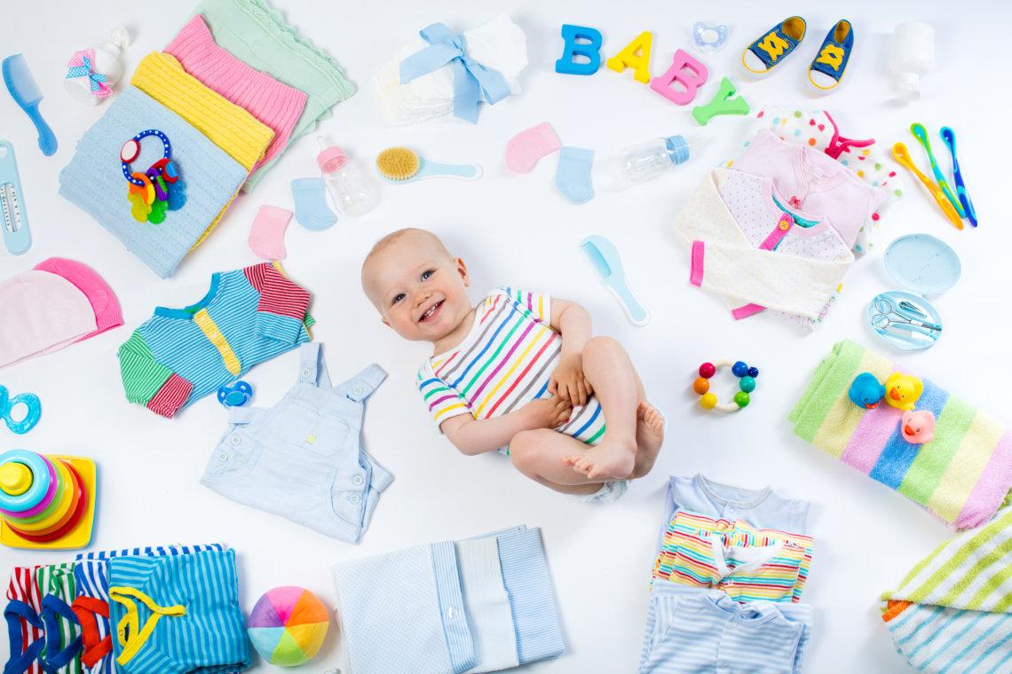 Przegląd zabawek i produktów dla niemowlaka czyli jakich akcesoriów naprawdę potrzebuje maluch